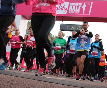 runners-start-vitality-brighton-half-marathon-sm