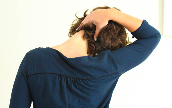 5 easy neck and shoulder stretches to do at work